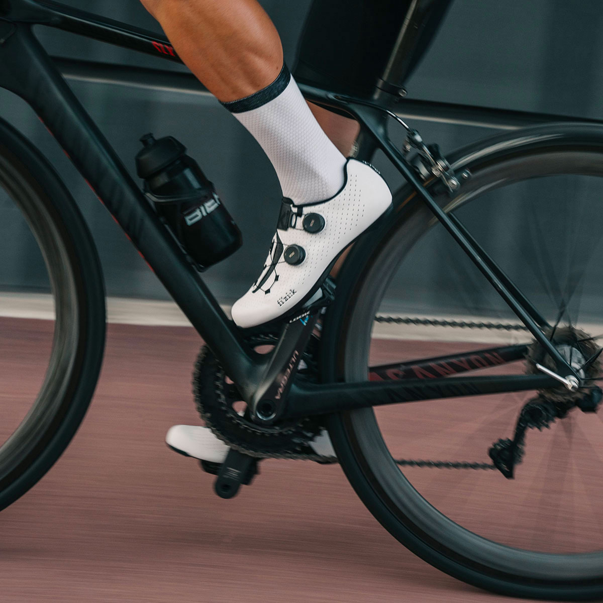 fizik-road-racing-cycling-shoes-vento-infinito-carbon-2-wide