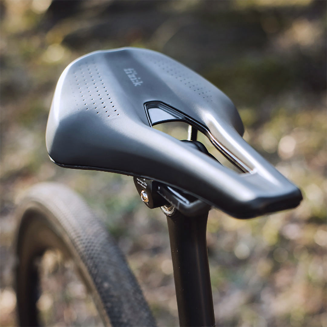 fizik-short-nose-saddle-tempo-argo-r3