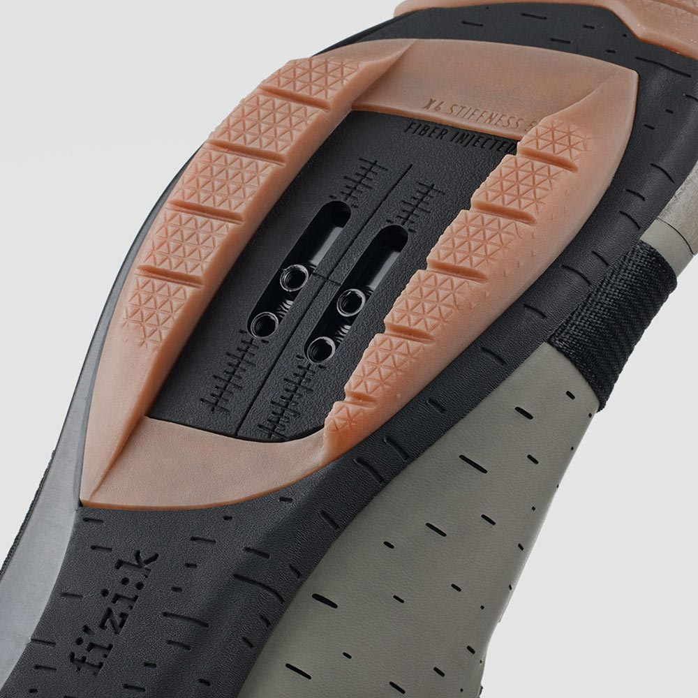 gravel-shoe-terra-powerstrap-x4-outsole-fizik