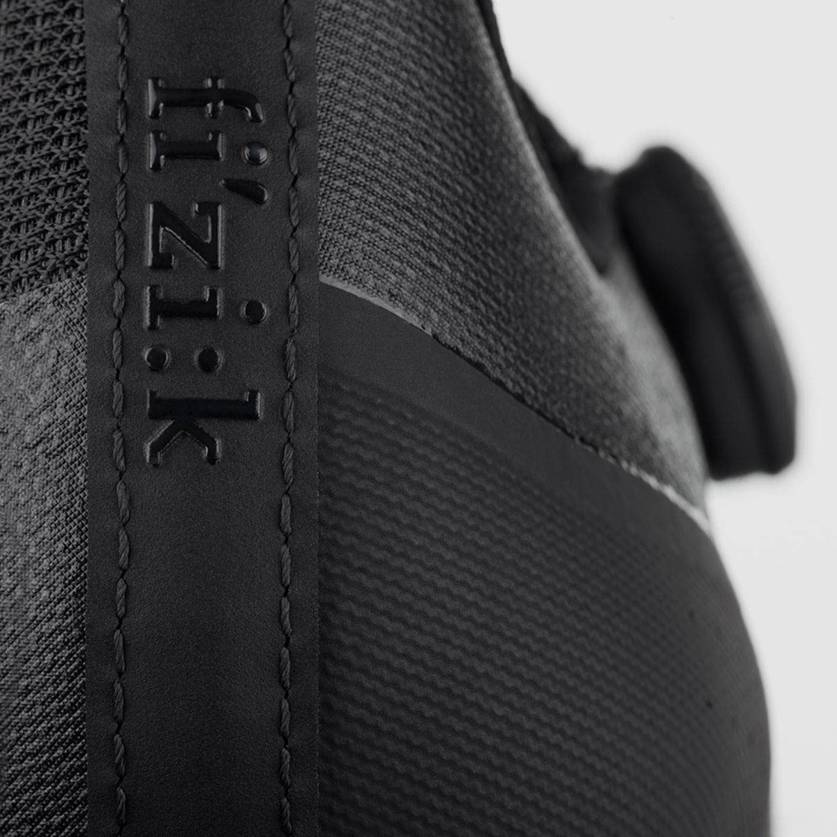 all-round-road-cycling-shoe-overcurve-r4-fizik