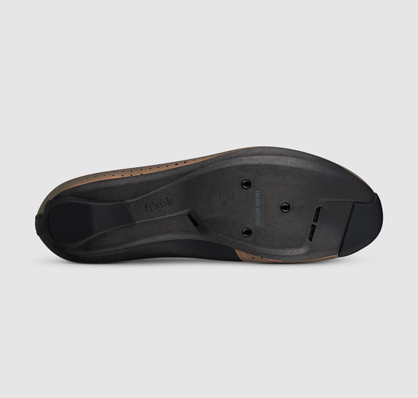 all-round-road-cycling-shoe-overcurve-r4-iridiscent-fizik